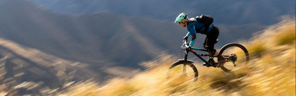 amortyzator suntour w rowerze full