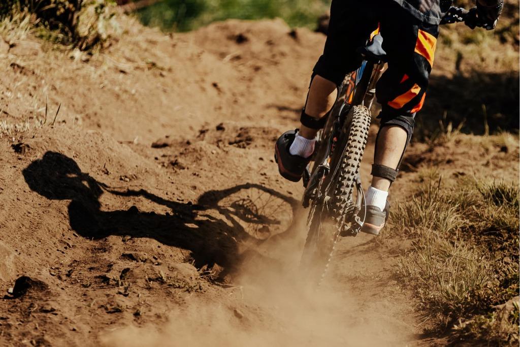 ochraniacze na rower na kolana i łokcie chronią przed poważnymi kontuzjami