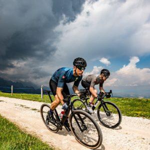 jak się ubrać na rower wiosną kiedy pogoda jest nieprzewidywalna
