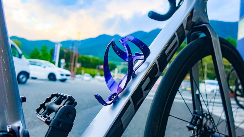 Koszyk na bidon w rowerze szosowym