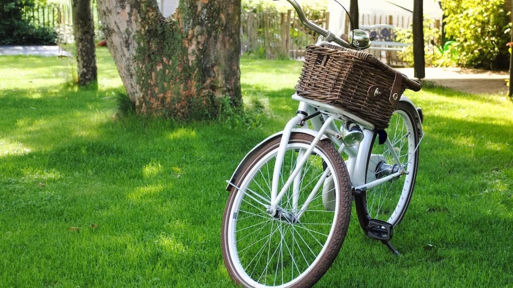 koszyk na rower spleciony z wikliny
